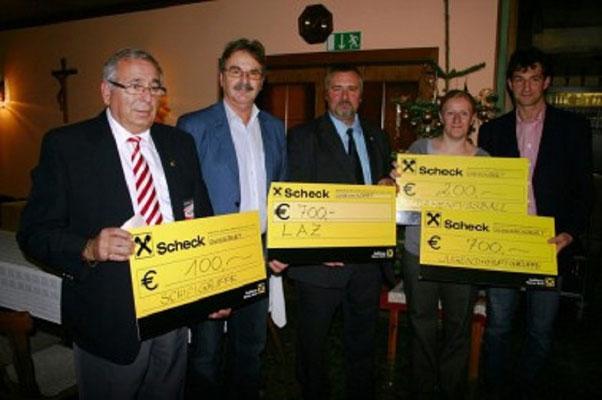 Überreichung der Zuwendung durch HGO Reinhart Litschauer. Die SR Gruppe Waldviertel bedankt sich für die Unterstützung, dies wird ausschließlich für die Nachwuchsschiedsrichter-Schulung der Kollegen verwendet.