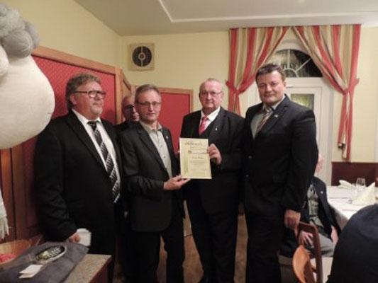 Ehrenzeichen in Silber/Gold des NÖSK wurde Walter Müllner verliehen