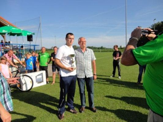 Alen Nuhanovic bei der Pokalübergabe