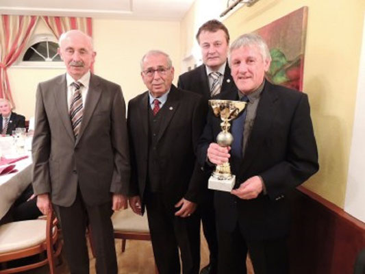 Weiss Rudolf wird geehrt 36 Jahre Schiedsrichter