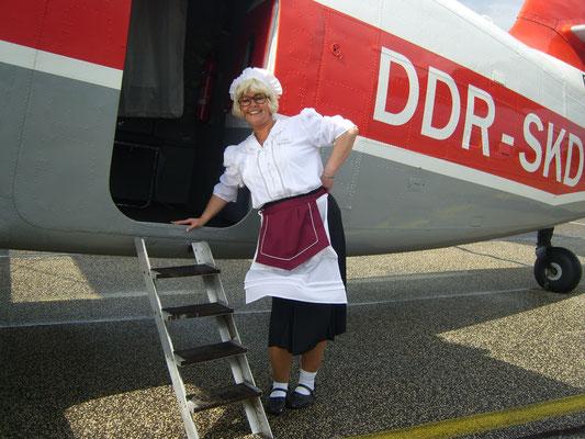 Falsche Kellnerin, Chaos Buttlerin überrascht in Heilbronn mit Situationskomik und bringt Sie zum totlachen. Sie mischt sich unter das Servicepersonal und sorgt dafür, dass unter den Gästen eine lockere, heitere Atmosphäre entsteht. Comedy Kellnerin!