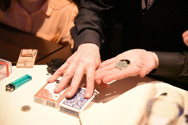 Zauberer Bretten,  Magic Oli Wonder zaubert in Bretten, Tischzauberer in Bretten, Kinderzauberer in Bretten, Mentalist Bretten, close up Bretten, Mentalshow Bretten, Zaubershow Bretten, Magier Bretten, Zauberer Bretten, Zauberkünstler Bretten,