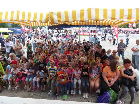 Puppentheater aus der Region Karlsruhe mit seiner süßen Handpuppen zum verlieben, Puppentheater mit seiner Puppenbühne mit bester Tonanlage für besten Sound damit alle Gäste alles genau hören können. Die Bühne wird vor Ort aufgebaut und ist sehr schön!