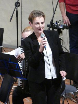 Susanne de Smedt, Leiterin des Harmonikaorchsters