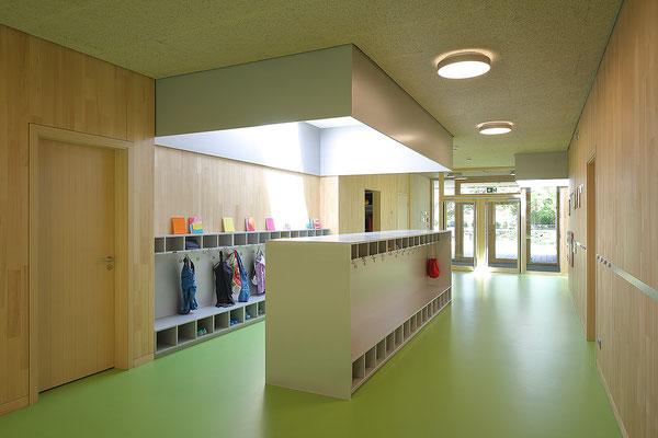 Kinderhaus Hagelloch, Spielflur mit Garderobe