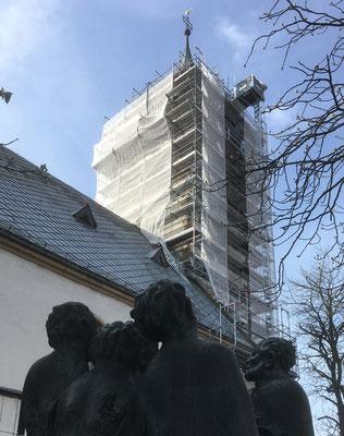 Evangelische Martinskirche Pfullingen mit Turmgerüst