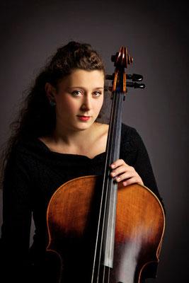 Jola Shkodrani, Cellolehrerin in Köln-Altstadt