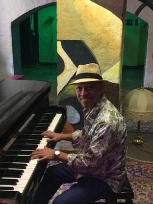 Jazzpiano-, Jazzklavier-Unterricht in Berlin-Charlottenburg, Schmargendorf, Wilmersdorf Schöneberg mit Perlito Tabora
