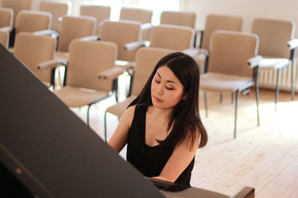 Klavierlernen in Essen und Düsseldorf, Mayu Yamauchi gibt Klavierunterricht für Kinder und Erwachsene
