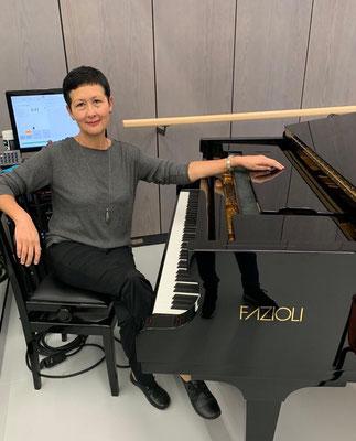 Lernen Sie Klavier, auch bei Ihnen zu Hause in Stutgart-Ost, Mitte und West mit Klavierlehrerin Emilia Tairova