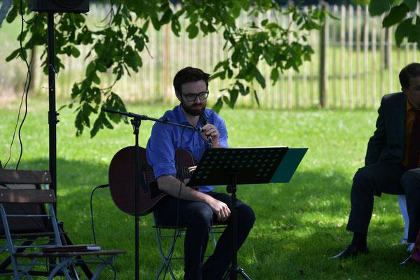 Sebastian Mayr Hochzeit Akustik Live Musik Gitarre Gesang Freie Trauung
