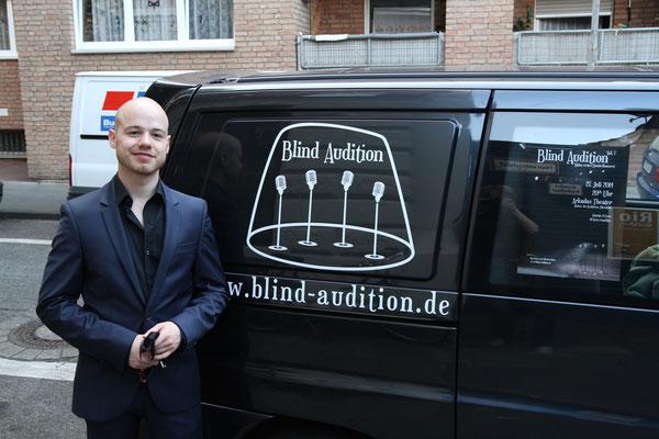 Der Blind Audition Bus Photo by Alex Chepa