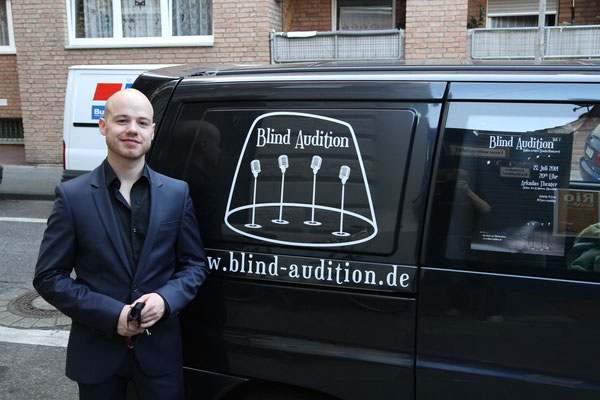 Der Blind Audition Bus Photo by Alex Chepa