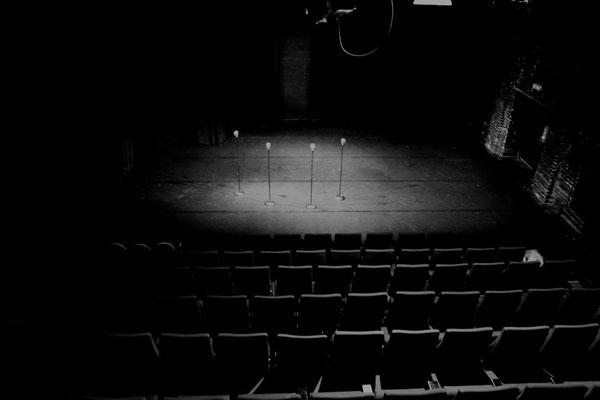 Leerer Saal im Arkadas Theater - Bühne der Kulturen Photo by Constantin Chepa