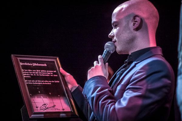 Die Urkunde Photo by Alex Chepa