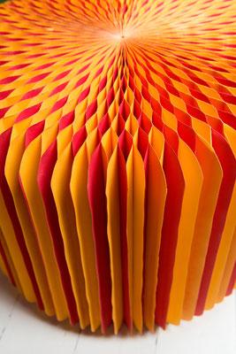 Sitz aus Papier mit Wabentechnik