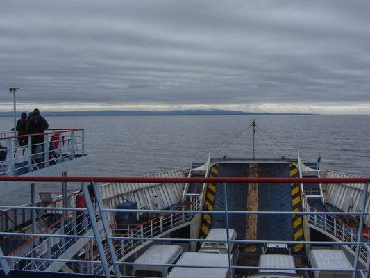 """Feuerland am Horizont, den Namen hat's, weil die ersten Entdecker """"des Nachts vom Schiff aus viele Feuer"""" sahen"""