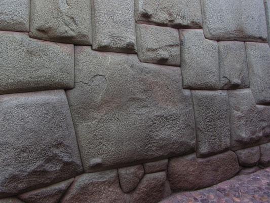 Berühmter 12-kantiger Stein