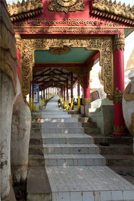 Sagaing - Pagode Shwe Kyet Kya 02 -  La montée