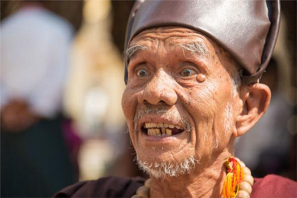 Bagan - Pagode Shwe Zi Gone 09