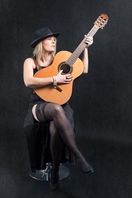 Guitare ou violoncelle 01