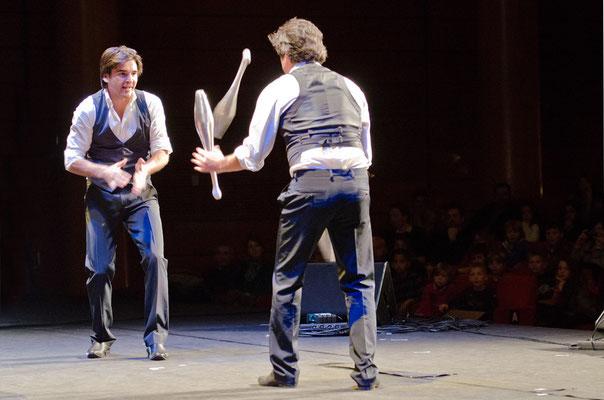 MusicHall'ino 2012 - 21 - Philip's jongleurs
