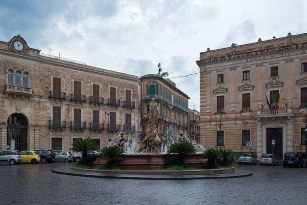 Siracuse 02 - Piazza Archimède et fontaine Artémis