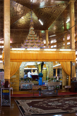 Lac Inlé - Pagode Phaung Daw Oo 03
