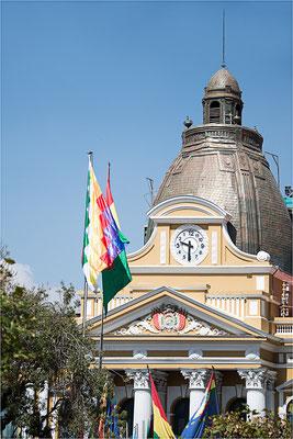 La Paz 21 - Parlement et l'horloge inversée