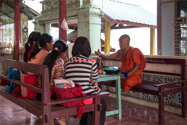 Sagaing - Pagode Shwe Kyet Kya 08 - Enseignement bouddhiste