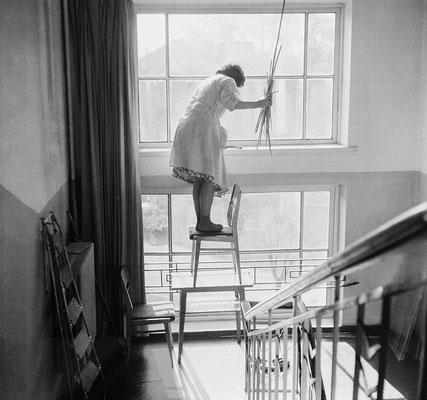« The big clean-up », 1975 © Antanas Sutkus