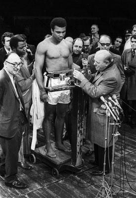 8 décembre 1970, Madison Square Garden, New York City : Muhammad Ali contre Bonnavena. © Jean-Pierre Laffont