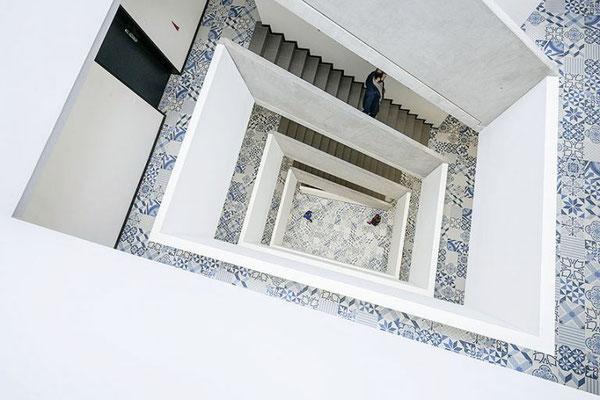 Projekt: D23 Wohnbau, Seestadt, 1220 Wien, Architektur: Clemens Kirsch, Fliesen: Aparici Moving blue