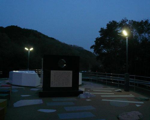 ソーラーLED照明灯(夜)公園