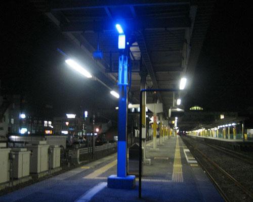 駅ホームLED防犯灯