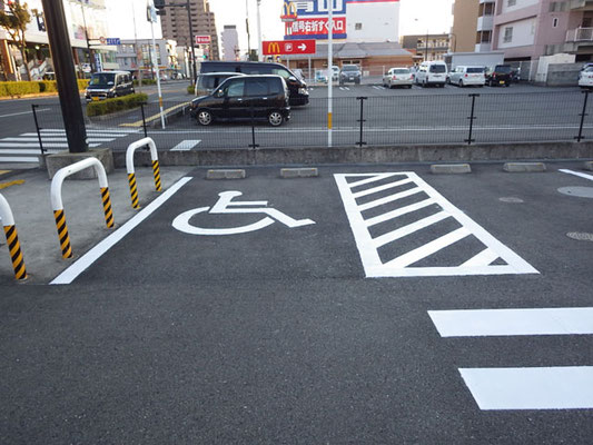 駐車場ラインの施工事例(身体障がい者用駐車場)