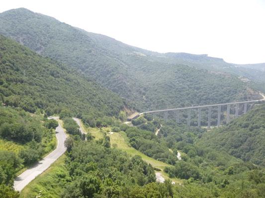 Die Täler und Brücken sind für die Krot sehr imposant