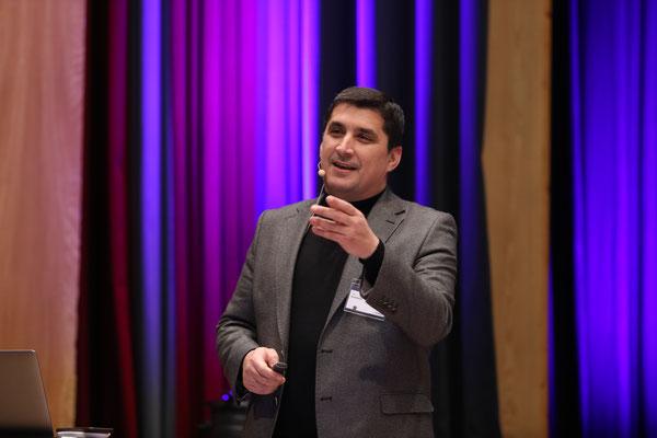 """Die Cyberkriminalität stand im Mittelpunkt des diesjährigen """"Besonderen Beitrages"""". Experte Cem Karakaya erzählte aus seinem reichen Erfahrungsschatz."""