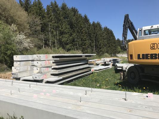 Die Betonbauteile wurden nummeriert und vor Ort in Meßkirch gelagert.