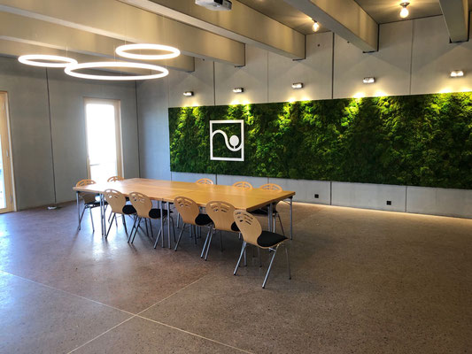 Dem Terrazzoboden im Inneren wurde Recycling-Ziegelsplitt beigefügt. Foto: artismedia gmbH