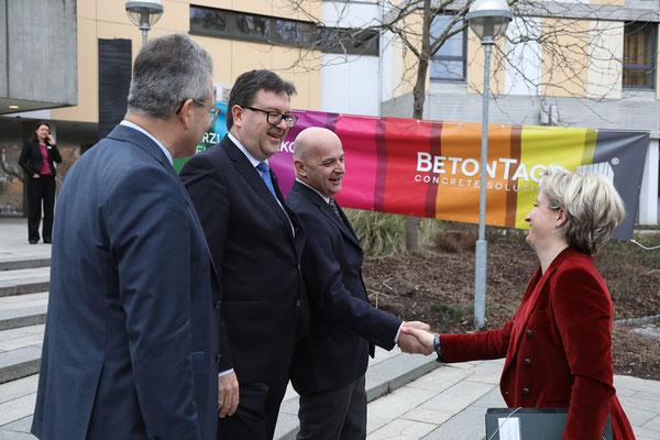 Thomas Möller, Geschäftsführer Bauwirtschaft BW, Dr. Ulrich Lotz und FBF-Präsident Friedrich Gebhart begrüßten die Wirtschaftsministerin Hoffmeister-Kraut .