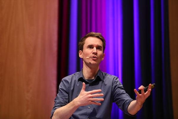 Der Neurowissenschaftler Dr. Henning Beck war einer der Eröffnungsredner der BetonTage.