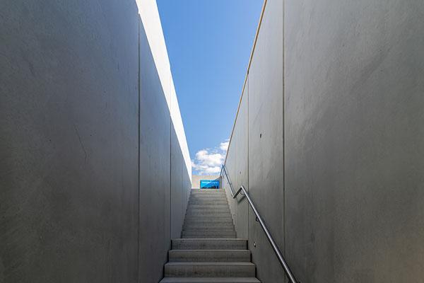 Eine Betonfertigteiltreppe führte zur Dachterrasse des Pavillons. Foto: artismedia gmbH