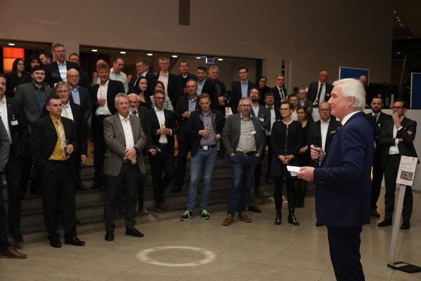 Ehrung im Rahmen der Abendveranstaltung der 64. BetonTage durch den FBB-Vorsitzenden Martin Möllmann.