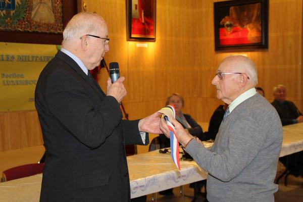Remis par M. DURIEUX Député Maire Honoraire