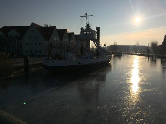 Die alte Fähre im Hafen
