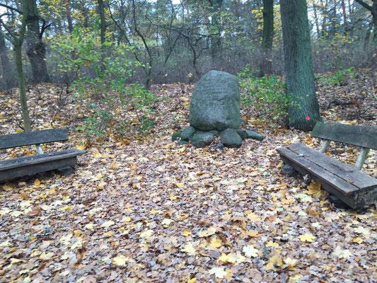 Denkmal bei Cache 6