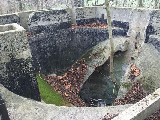 Ein alter Bunker - Ich würde aber keinen Fuß reinsetzen