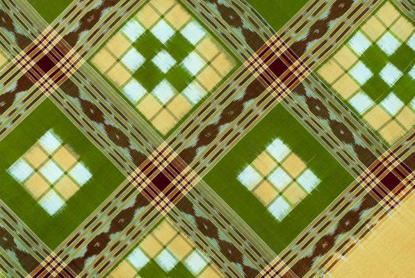 Détail d'une pièce de tissu composée de trois couleurs.