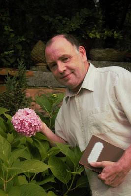 als Blumenfreund (Foto Weidinger Mathias)
